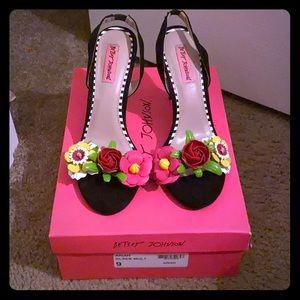 Beautiful heels!!
